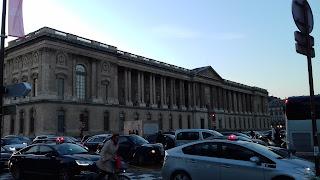Der Louvre und das Louvre-Museum in Paris-Frankreich