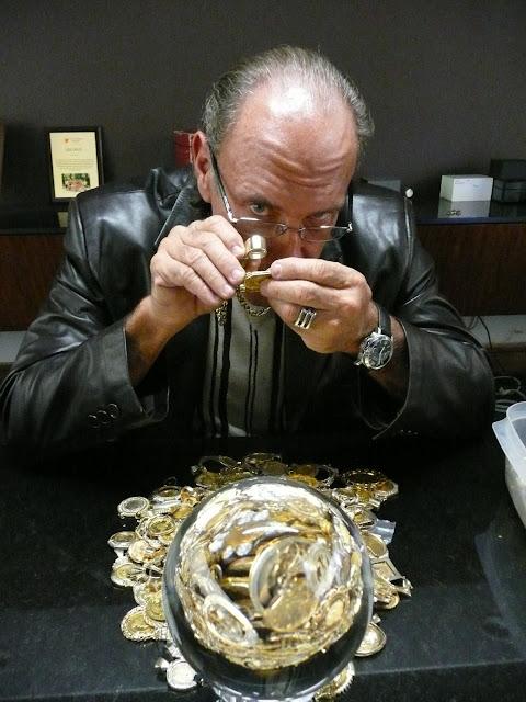 Hardcore Pawn, Les Gold