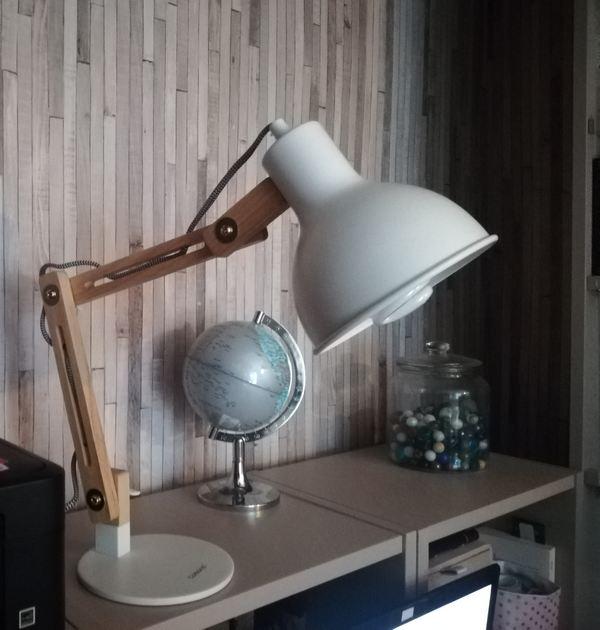 lampe de bureau et ampoule lumière du jour