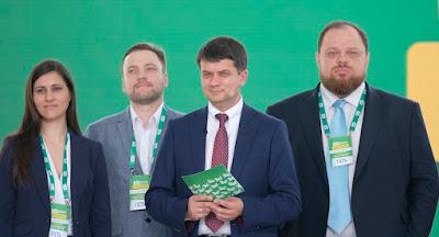 """""""Слуга народа"""" получает более 250 мандатов в парламенте"""