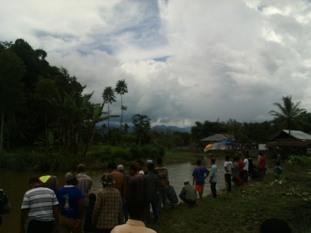 Sampai Malam Tadi Warga Masih Mencari Suban Korban Hanyut Batang Merao