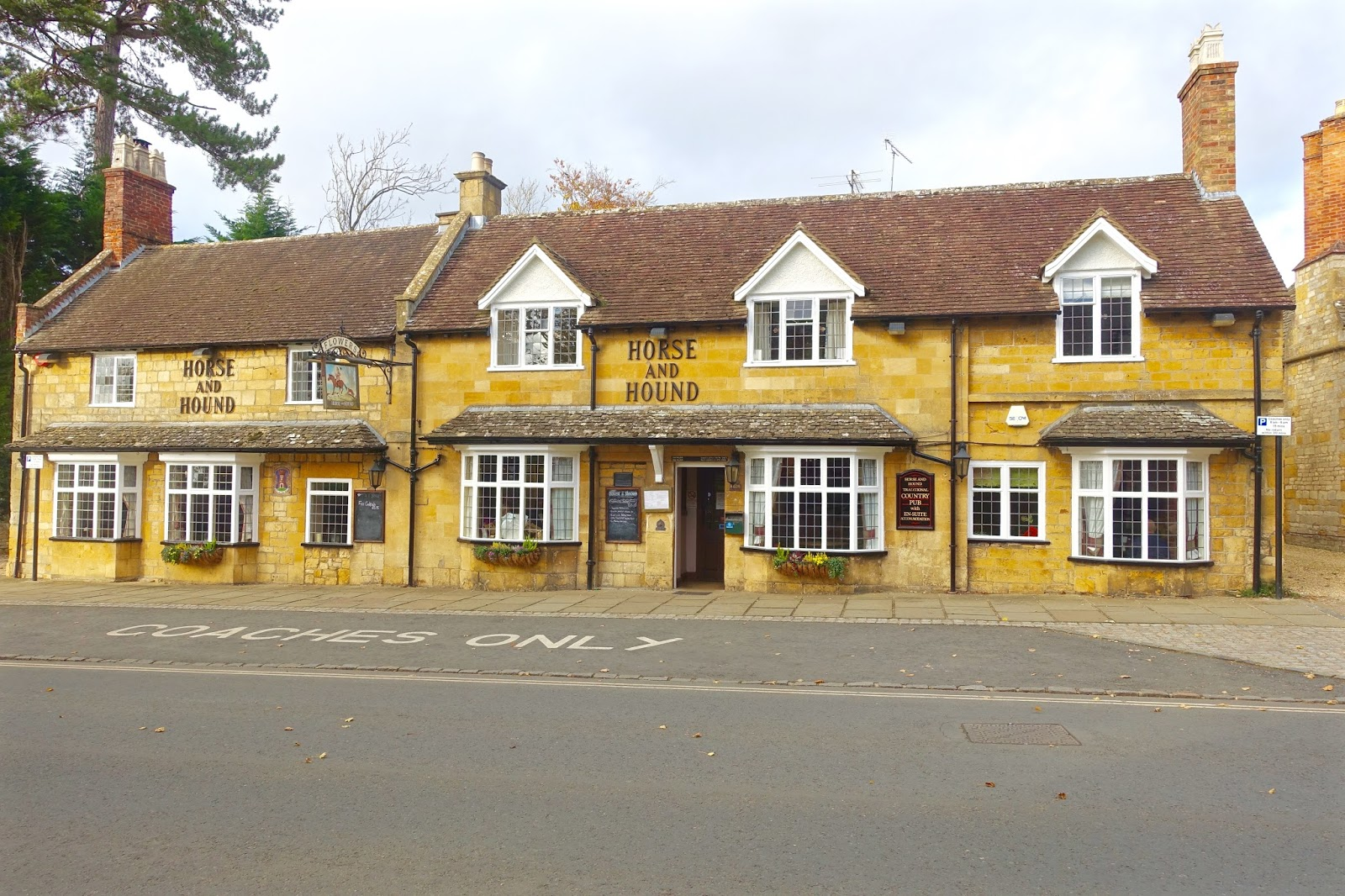 looking for a pub in broadway, cotswolds