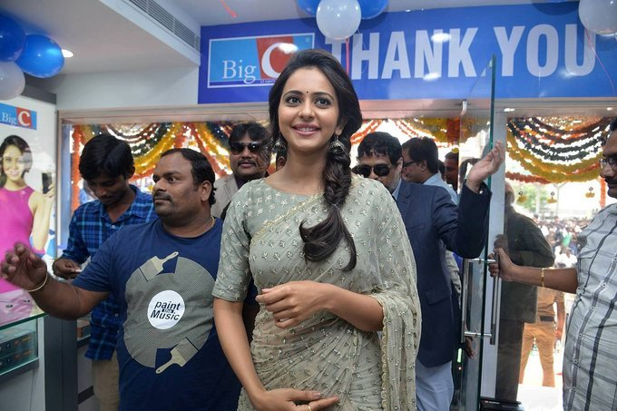 Tollywood Actress Rakul Preet Singh Stills In Traditional Green Saree