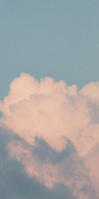 Mây trắng trên bầu trời đẹp một cách diệu kì