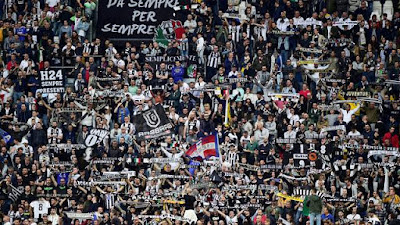 Torcida da Juventus festeja título italiano (Foto: Reuters)