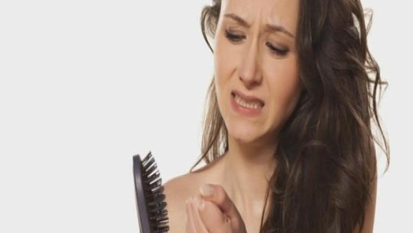 إليك 12 علاجا منزليا للحد من تساقط الشعر في أسبوع