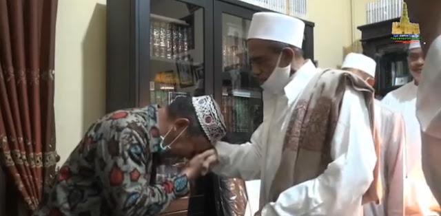 Habib Umar Assegaf dan Satpol PP Asmadi Saling Memaafkan