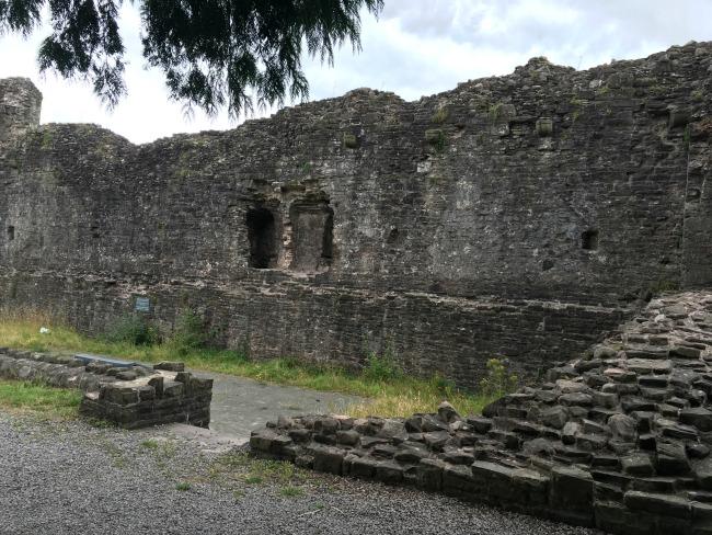 Abergavenny-castle-ruins-walls
