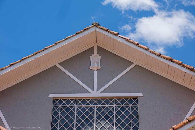 Uma casa na David Carneiro - detalhe de capelinha com Santo Antônio