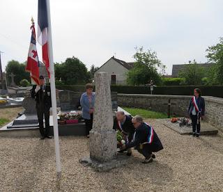 Dépôt de gerbe monument au mort corny frenelles en vexin 20 mai 2020