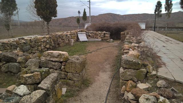Yunus Emre'nin ilk kabri ve yanından geçen tren yolu...