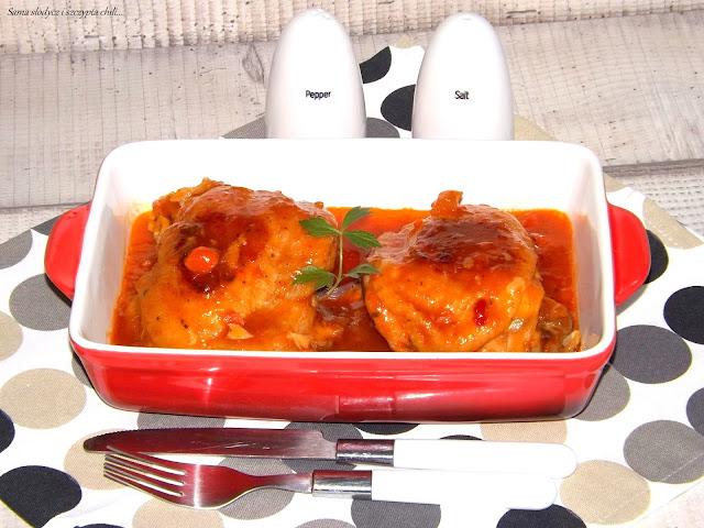 Kurczak pieczony w sosie słodko-kwaśnym.