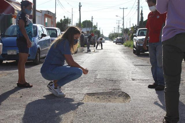 Cecilia Patrón exhibe a Renán Barrera: bachea calles junto con vecinos