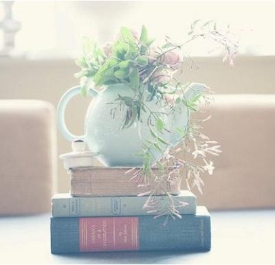 Manfaatkan teko sebagai vas bunga.
