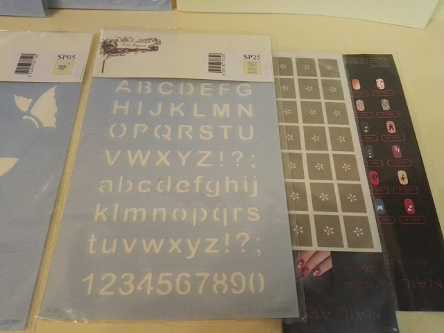http://www.stencil-store.it/epages/990401565.sf/it_IT/?ObjectPath=/Shops/990401565/Categories/Category1/alfabeto_e_numeri/Alfabeti