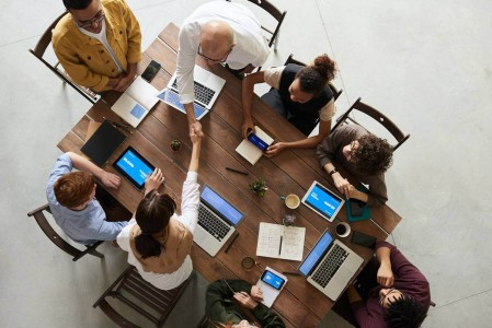 Pessoas na sala de reunião