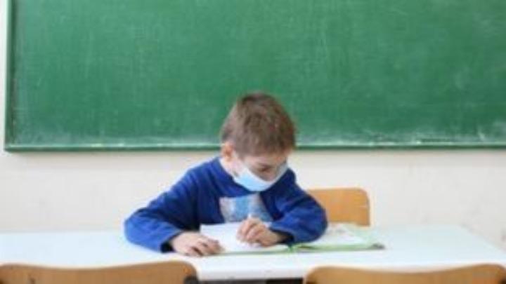Θεοδωρικάκος: Δωρεάν οι μάσκες και στα ιδιωτικά σχολεία