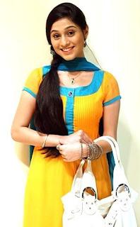 Foto Soumya Seth sebagai Navya