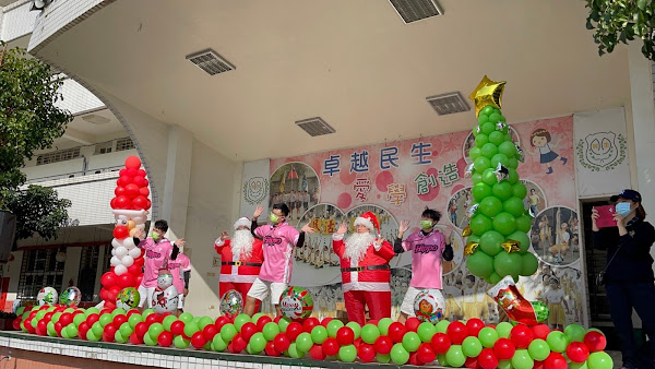 民生國小聖誕運動嘉年華 胖胖聖誕老人與小孩共舞