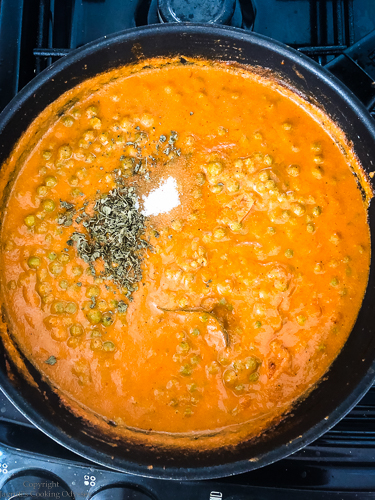 making matar paneer step 9 added sugar, kasuri methi to the matar paneer curry