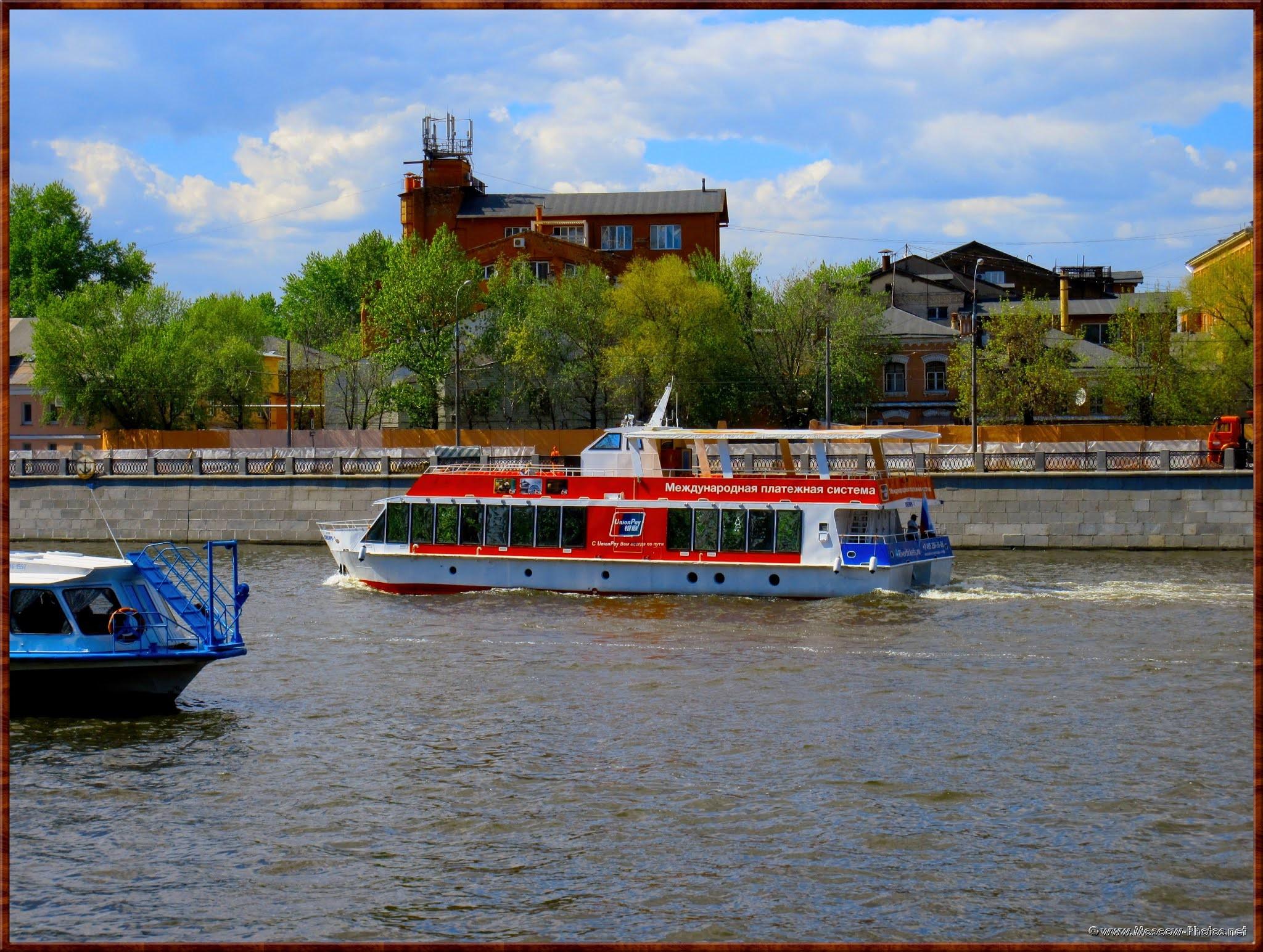 Pleasure boat on the Moskva River