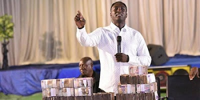 Jeremiah Omoto Fufeyin Foundation Donates 250m, And 25m Worth Of Items To Govt
