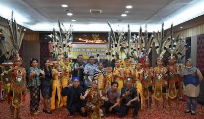 Raih Juara Pertama, Bupati Edy Apresiasi Sanggar Sumbu Kurung