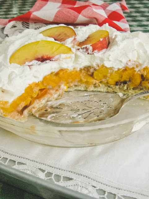 Diner Style Fresh Peach Pie, three ingredients make a fresh peach filling, and a homemade buttery pecan shortbread crust will create a no bake icebox pie you see in your beloved diners.  Be sure to use fresh peaches.