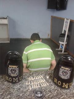 ROMU - GCM Jandira - Flagrante de tráfico de drogas