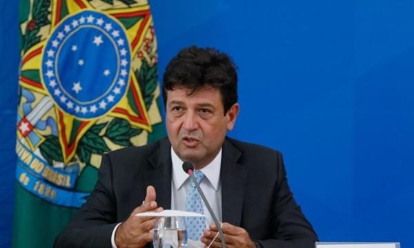 Brasileiro não sabe se escuta o ministro ou o presidente, diz Mandetta