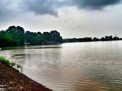 Destinasi Wisata Danau Cibeureum di Bekasi