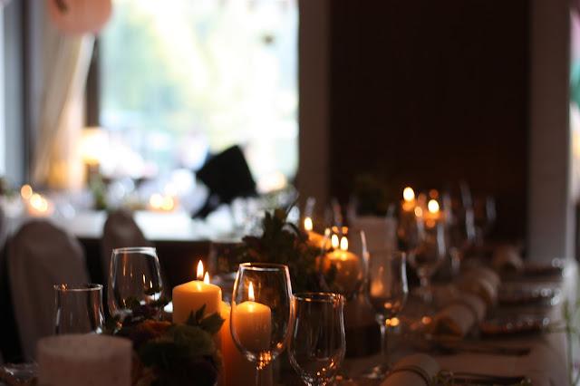 Kerzenlicht Pastell und Vintage Hochzeit in zarten Regenbogenfarben, Riessersee Hotel, Garmisch, Bayern, vintage lake-side wedding in pastel colours, Germany, Bavaria, wedding destination