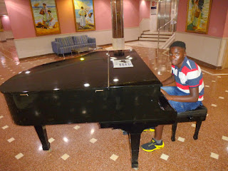 my mother loves music in 2019 Benidorm vacations the hotel lobby had a piano.