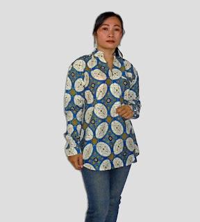 Kemeja batik wanita modern model resleting jepang