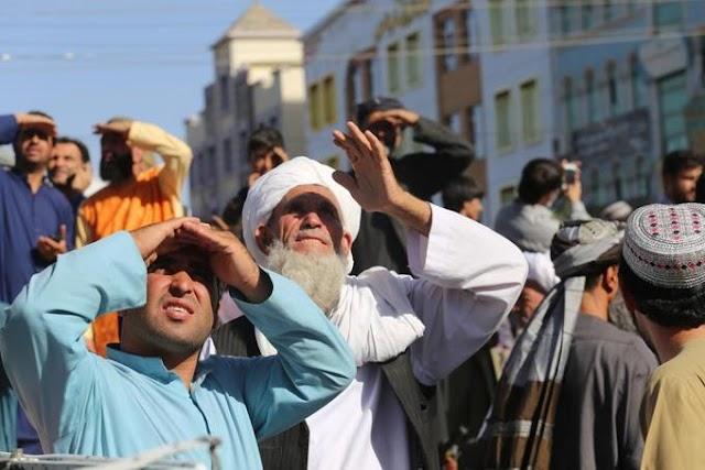 El Talibán cuelga un cadáver en plaza de ciudad afgana