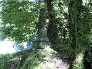 高源寺比企尼の宝篋印塔