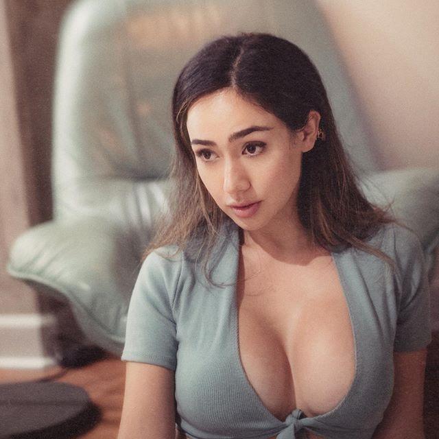 Julia Misaki Photos
