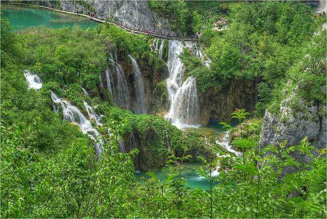 Το εθνικό πάρκο Plitvice Lakes στην Κροατία