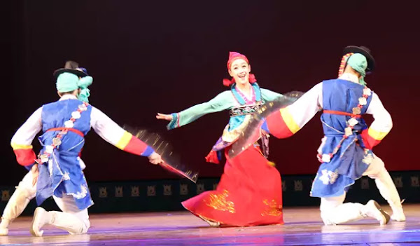 Ju Su Yang in Trio Dance