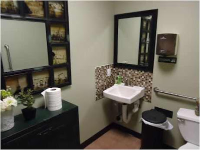 Decorating Ideas For Small Guest Bathroom