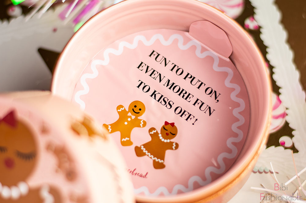 Too Faced Holiday Collection Gingerbread Sugar Body Powder Details