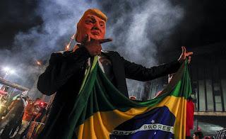 Bolsonaro entrega Base de Alcântara a Trump e reafirma subordinação aos EUA