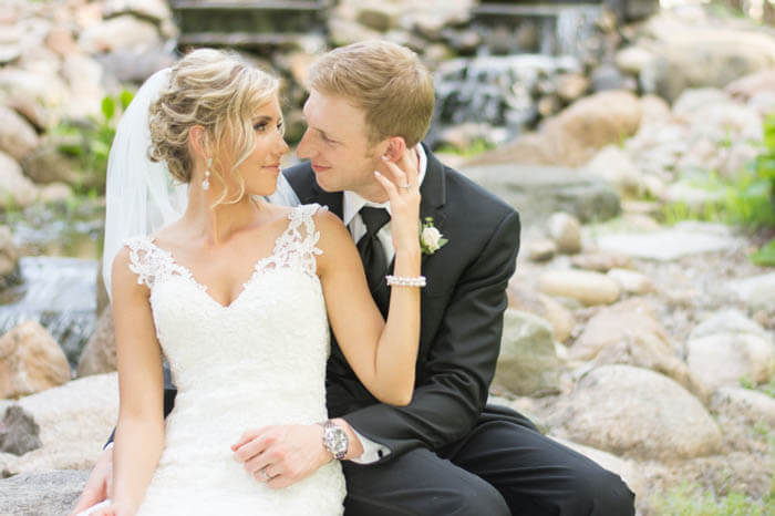 Bride-and-Groom-Poses-Wedding Photo Shoot