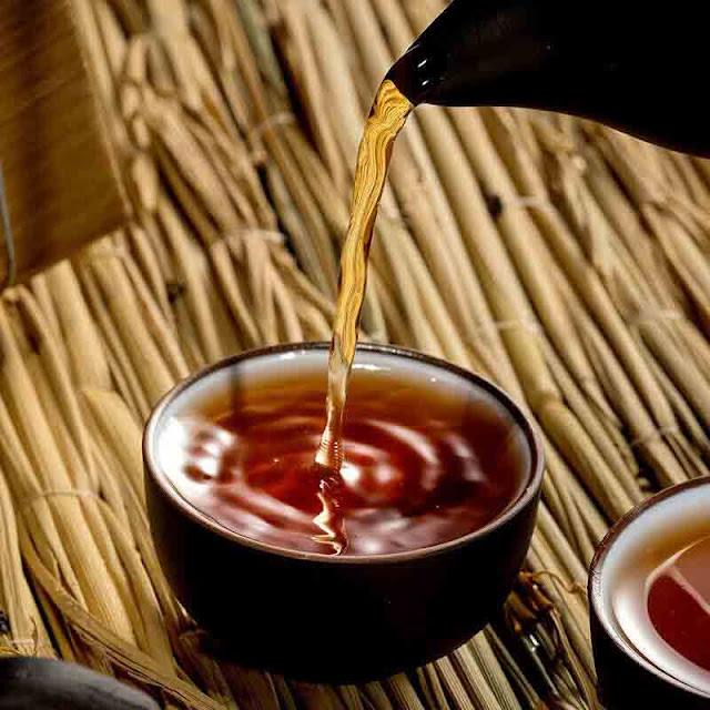 what does Pu-erh tea taste like