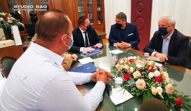 Σύσκεψη Πέτσα στο Άργος για την επίσπευση του εμβολιαστικού προγράμματος