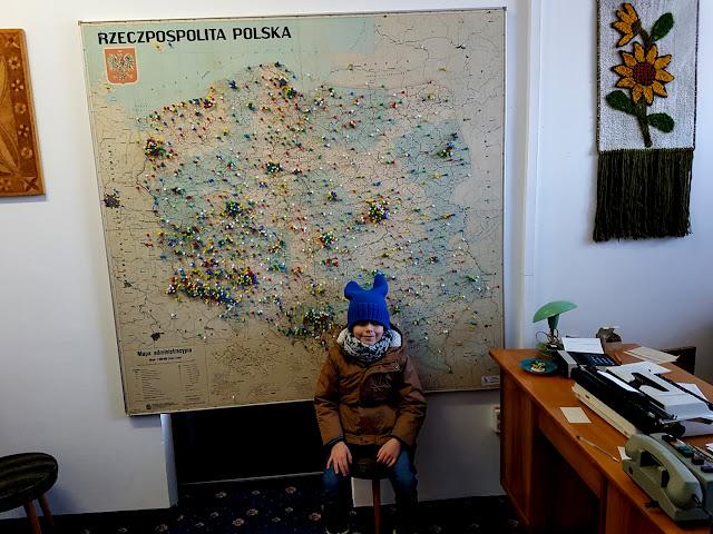 Muzeum Sentymentów w Kowarach - podróże z dzieckiem - atrakcje dla dzieci w Kowarach - Dolny Śląsk z dzieckiem - wehikuł czasu do PRL - kapsuła czasu - muzeum PRL - atrakcje dla dzieci Karpacz okolice