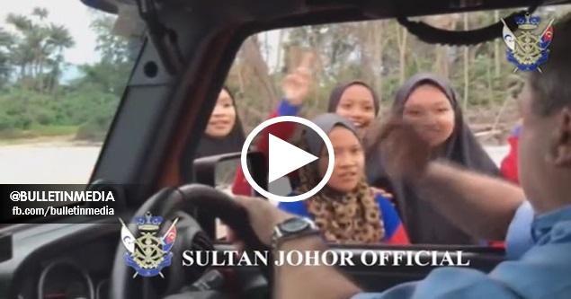 'Malam Karang Saya Hantar KFC Untuk Awak Makan Semua' - (VIDEO) Reaksi SPONTAN Sultan Johor Jumpa Pelajar Tepi Pantai