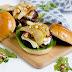 Herbstlicher Burger mit Brie, pochierten Birnen und Feigen Konfitüre