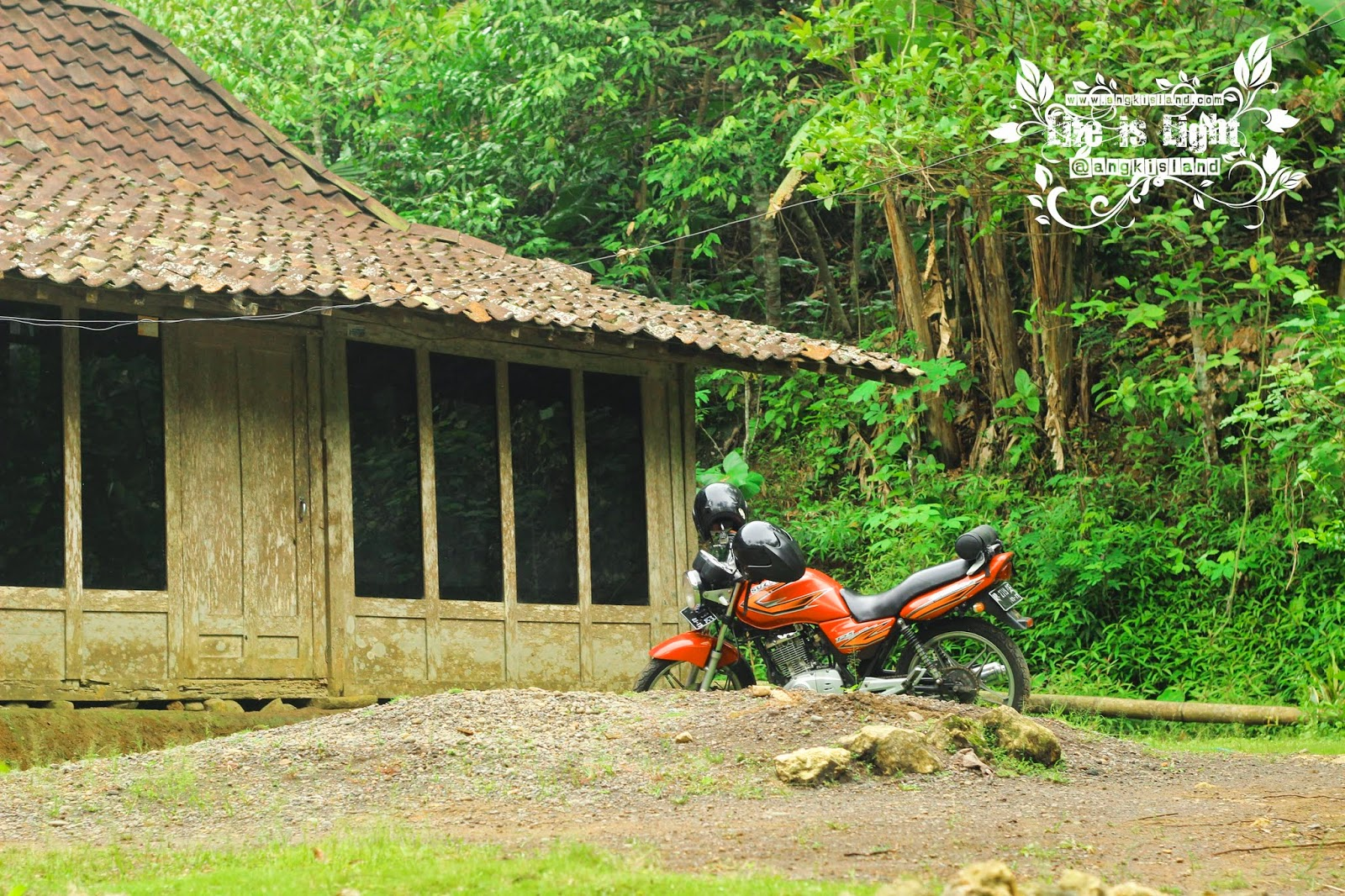 parkir moto grojogan sewu