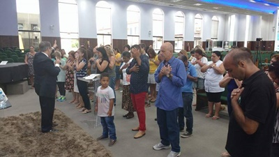 Pastor Edilson Turato, pregando na IEADJO em Joinville